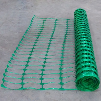 Green Plastic mesh barrier safety fencing + steel fencing pins